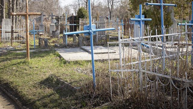 Paștele Blajinilor nu se amână. Oamenii sunt îndemnați să nu meargă la cimitire în grupuri mari