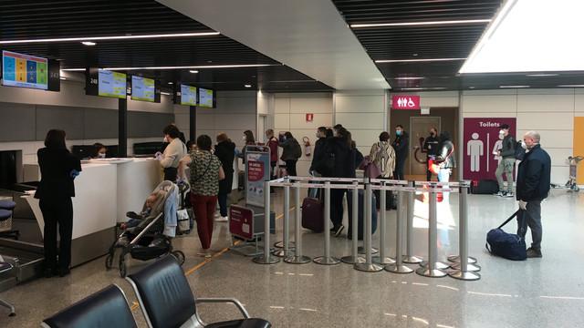 MAEIE | 218 moldoveni au fost aduși astăzi în R.Moldova din Italia cu o cursă charter