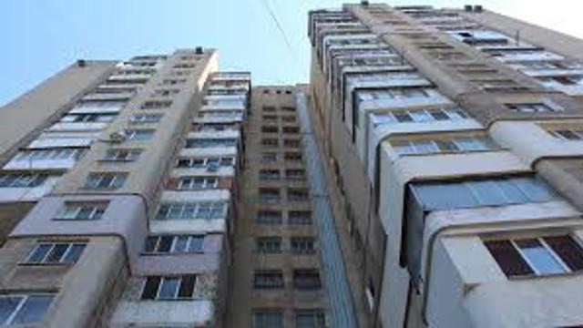 Un bloc din Capitală – izolat, după confirmarea mai multor cazuri de infectare cu COVID-19