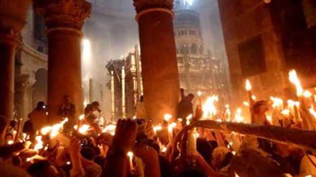 VIDEO | Sfânta Lumină a pogorât la Ierusalim
