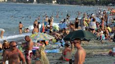 Plajele din Italia, luate cu asalt înainte de a fi deschise