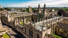 """Studenții de la Oxford s-au supărat că trebuie să arate video că nu și-au pus pe pereți """"copiuțe"""" pentru examen"""