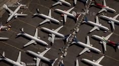 Boeing reia într-un ritm redus producția avionului 737 MAX și anunță concedieri masive