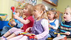 Numărul copiilor continuă să scadă în R.Moldova. Bănci goale în școli, din cauza că numărul locurilor oferite este mai mare decât cel al elevilor (STATISTICĂ)
