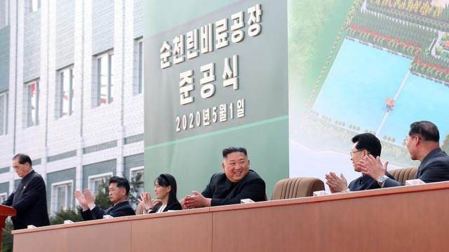 KCNA: Primele imagini cu liderul de la Phenian, Kim Jong-un, după o absență de aproape 3 săptămâni