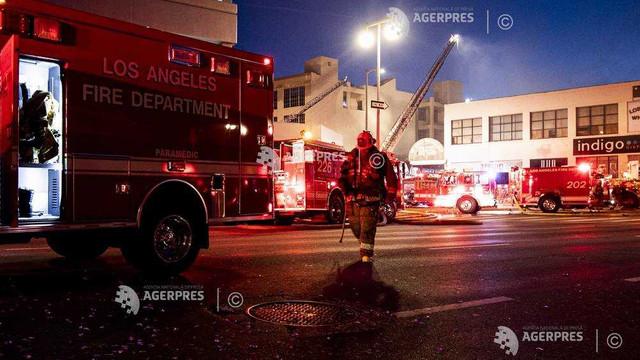 SUA: Cel puțin 11 pompieri, răniți într-un incendiu într-un centru comercial din Los Angeles