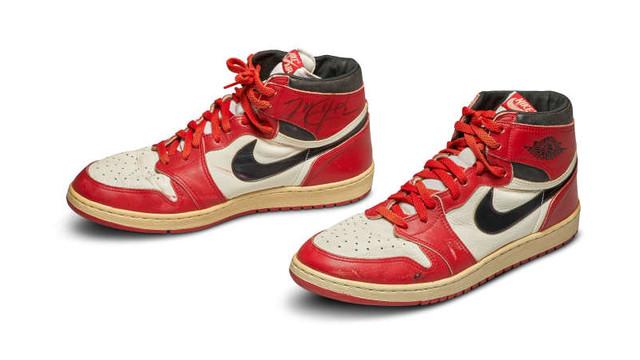 Baschet: O pereche de ghete care i-a aparținut lui Michael Jordan, vândută la licitație cu 560.000 dolari