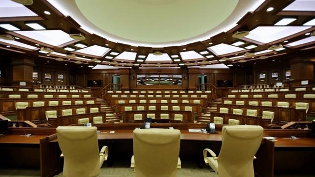 Parlamentul se întrunește în ședință plenară