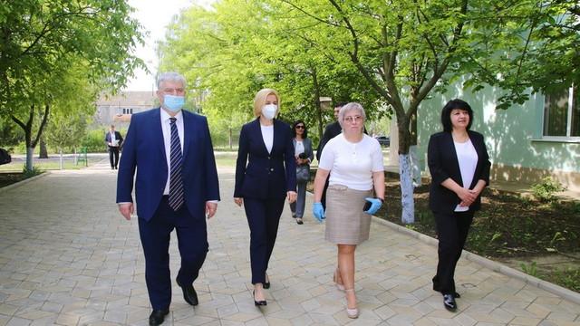 Ministrul Educației, în vizită la liceul românesc din Comrat. Irina Vlah: Este primul caz când Adunarea Populară a refuzat să aloce contribuția necesară
