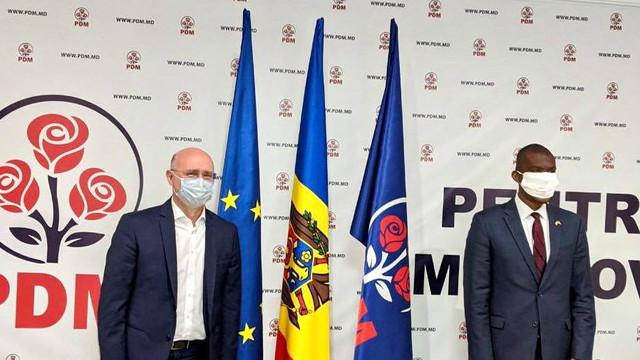 """Liderul PDM, Pavel Filip, a discutat cu ambasadorul SUA, Dereck J. Hogan, despre """"coruperea deputaților"""" și """"eventuale scenarii"""""""