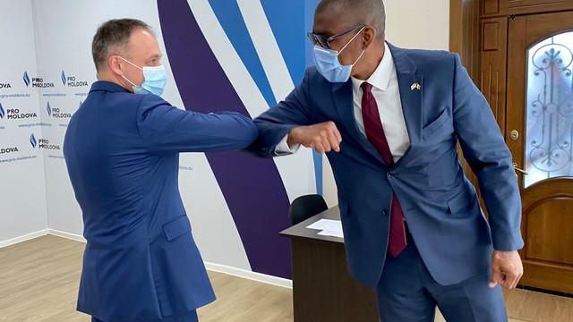 """După o întrevedere cu Pavel Filip, ambasadorul SUA s-a întâlnit cu Andrian Candu: """"Am discutat despre ce se întâmplă în țară"""""""