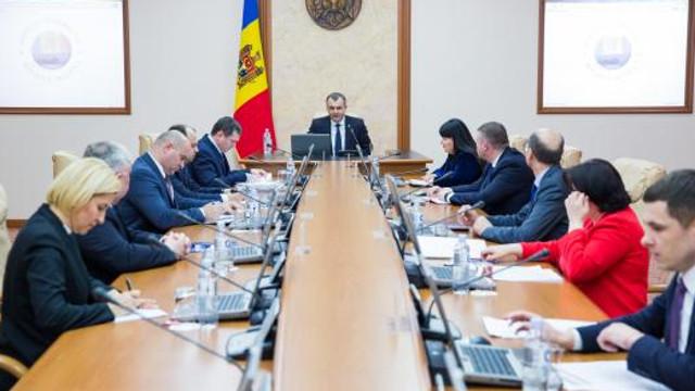 Guvernul a aprobat Programul de reparație a drumurilor naționale și locale. Ion Chicu le-a cerut miniștrilor să găsească bani