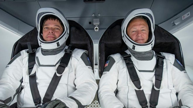 VIDEO/FOTO | Misiune spațială istorică. Astronauții NASA vor zbura cu o navă comercială complet nouă. Space X a proiectat și costume moderne