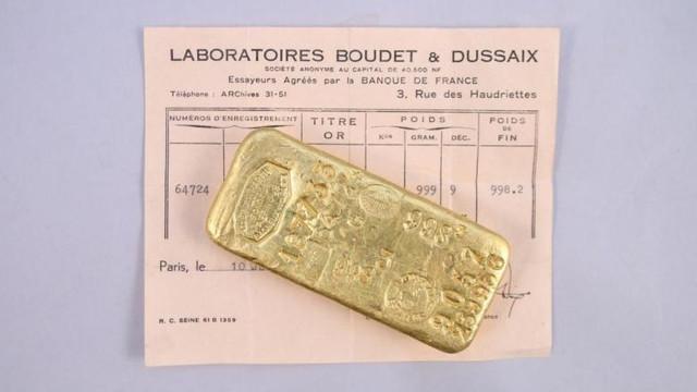 Doi copii care încercau să scape de plictiseală în carantină au dat peste două kilograme de aur în dulapul bunicii