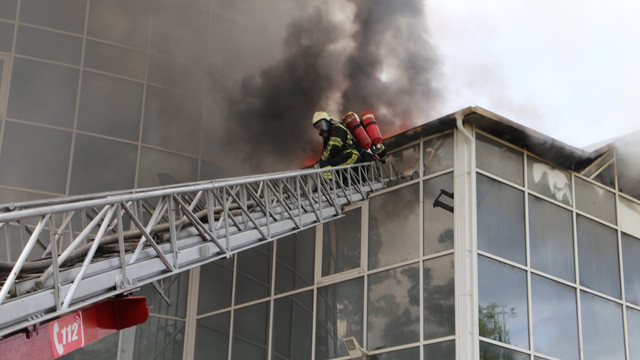 Laboratorul Antiincendiar vine cu două versiuni ale incendiului produs la MOLDEXPO