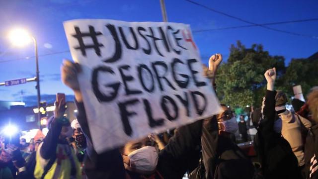 SUA   Manifestații active au loc în 32 de mari orașe americane după uciderea lui George Floyd