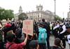 Protest în centrul Londrei față de moartea lui George Floyd în Statele Unite