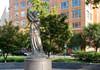 SUA | Membrii Antifa au vandalizat Memorialul Victimelor Comunismului din Washington DC