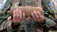 VIDEO | Peste 800 de obiecte explozive, depistate în pădurea din satul Bălțați. Misiunea de deminare continuă