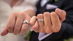CU MINTEA DESCHISĂ | Dacă există o a doua jumătate ce ni se potrivește și alte mituri despre relațiile de cuplu