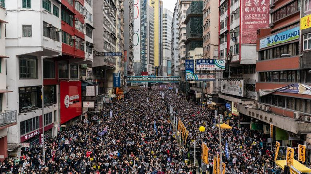 Milioane de locuitori din Hong Kong ar putea primi cetățenie britanică. Boris Johnson anunță o posibilă schimbare a legislației