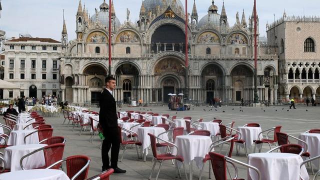 """Italienii, șocați de prețurile de după redeschiderea barurilor: """"La masă tarifele se triplează"""". Cât costă o cafea și un suc la Veneția"""