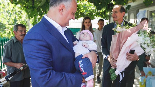 Avocatul Poporului către politicieni: Copiii nu trebuie să fie tratați ca și instrumente de campanie de imagine