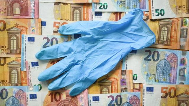 Țara în care cel puțin patru oameni au devenit miliardari după ce a crescut cererea de mănuși din cauciuc