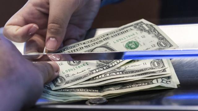 Volumul transferurilor de bani din străinătate, în creștere cu 19%. Țările din care provin cei mai mulți bani