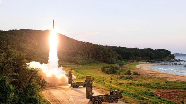 SUA și Rusia negociază prelungirea Tratatului privind reducerea armelor nucleare strategice. Ce condiție pune America