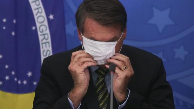 Președintele Braziliei este obligat de judecători să poarte mască în public