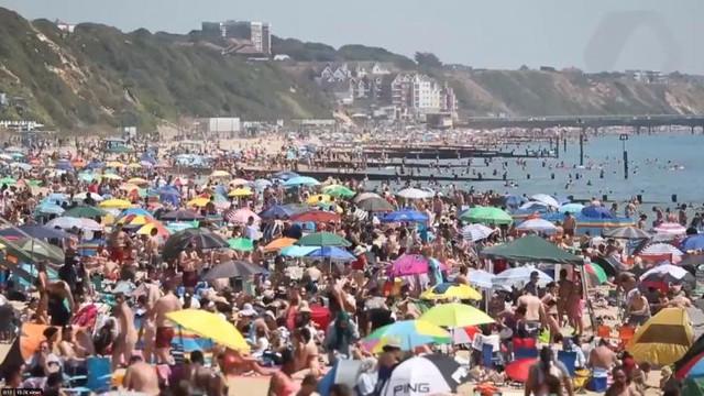 """""""Incident major"""" declarat în sudul Angliei după ce o jumătate de milion de oameni s-au îngrămădit pe plaje, în pofida epidemiei"""
