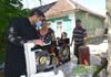 Dragostea unește frații | Un profesor de religie inspiră românii de pe ambele maluri ale Prutului să se ajute reciproc (GALERIE FOTO)