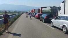 VIDEO/FOTO | Coadă de mașini de 7 kilometri, la intrarea în Grecia. Dimineața a fost de 15 kilometri