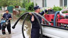 Prejudicii în urma ploilor abundente în mai multe localități. Au intervenit salvatorii