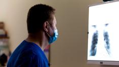 Medic din Căușeni, despre lupta cu COVID-19: Noi practic ne înecăm în acești bolnavi, nu avem locuri disponibile. Chiar ne pare rău că unii oameni nu cred că este așa infecție