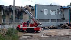 FOTO | Acoperișul Inspectoratului de Poliție din Rezina complet cuprins de flăcări
