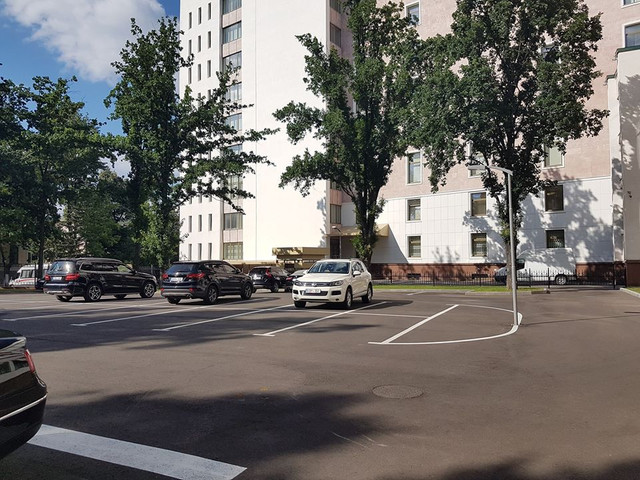 FOTO | Deputat: Nu știu cum anume a ajuns în vie, dar mașina lui Gațcan este în parcarea Parlamentului