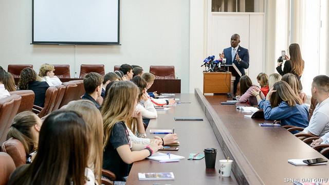 Ambasadorul SUA în R.Moldova: Ridicarea imunității unor demnitari ar transmite un semnal că în Moldova nu este justiție selectivă