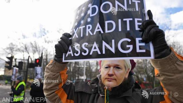 Zeci de ONG-uri cer eliberarea imediată a lui Julian Assange