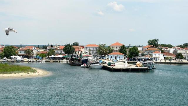 Patru turiști străini au fost depistați pozitiv cu COVID-19 pe insula grecească Thassos