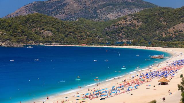 FOTO   Cum își petrec moldovenii vacanța pe litoralul turcesc