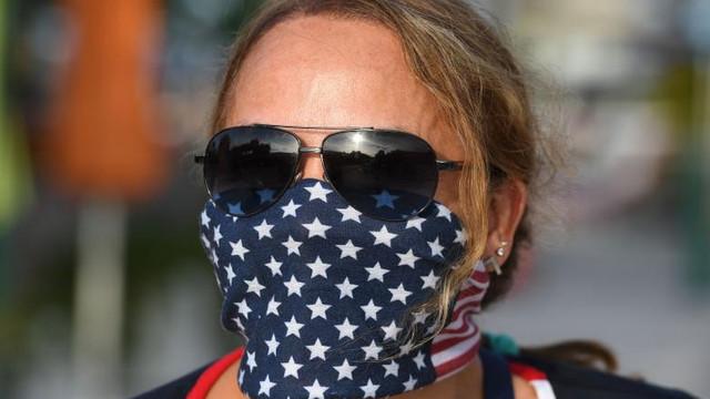 Statele Unite vor depăși 200.000 de decese până în noiembrie, dacă americanii continuă să nu poarte măști sanitare, spun experții