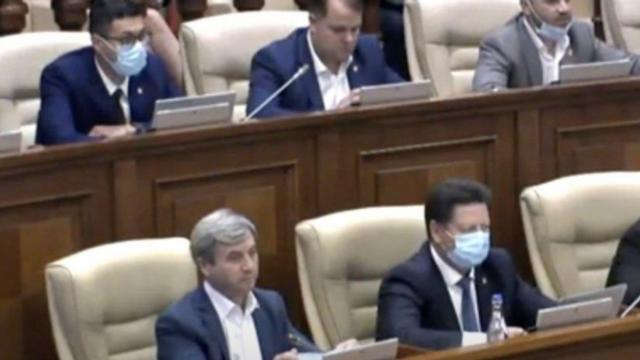 Prezența deputatului Gațcan în plenul Legislativului a stârnit discuții în rândul deputaților din opoziție. Despre ce este vorba