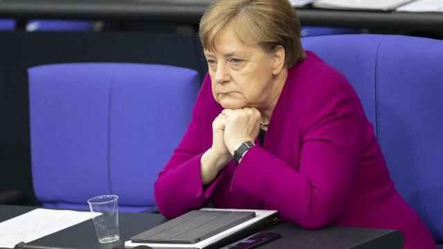 Atac la Berlin, la sediul cancelarului Angela Merkel. O mașină inscripționată cu mesaje a intrat intenționat în poartă