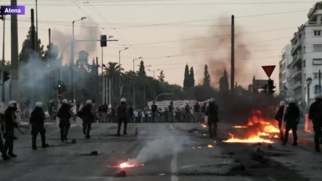Ciocniri în fața Parlamentului de la Atena. Ce-i nemulțumește pe protestatarii greci