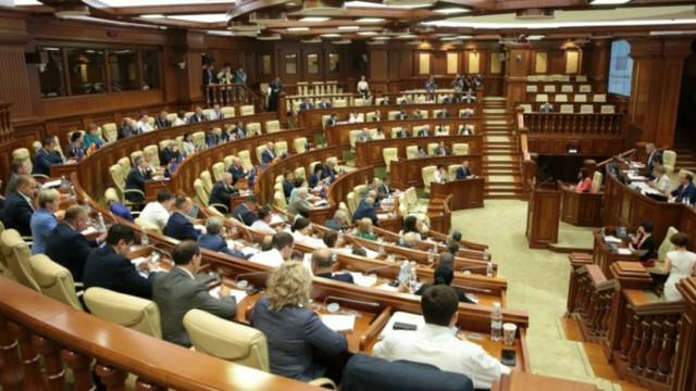Parlamentul examinează și la această oră proiectul moțiunii de cenzură împotriva guvernului Chicu