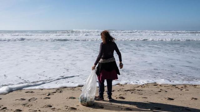 Poluarea cu plastic în oceane s-ar putea tripla în următorii 20 de ani, fiind accelerată de pandemie