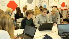 Modelul Estoniei, unde abandonul școlar este zero. Școlile sunt autonome, părinții au doar obligația de a-și trimite copiii la ore