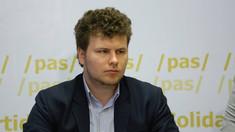 Deputatul PAS, Dan Perciun, a cerut Guvernului să întreprindă acțiuni pentru a ajuta cetățenii care au contractat împrumuturi de la organizațiile de microfinanțare și nu le pot întoarce
